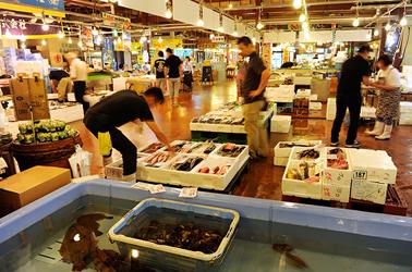 鳥取賀露・海鮮市場かろいち